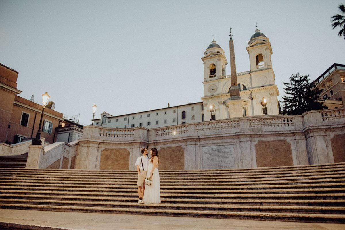 Rome elopement session - servizio fotografico di coppia Roma - fontana di trevi - piazza di spagna - castel sant'angelo - couple session in rome - Paola Simonelli Fotografo di matrimoni Roma